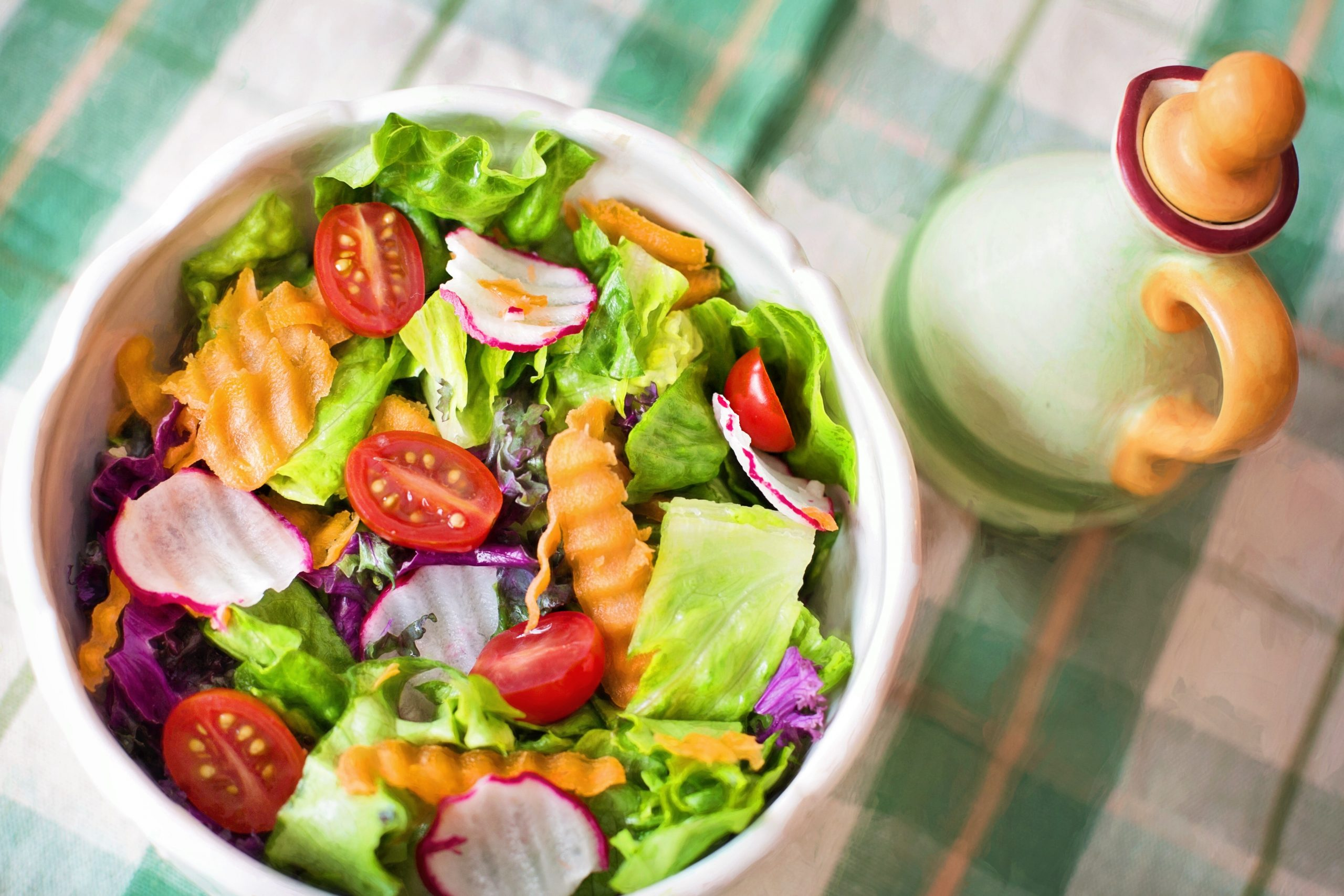 Colorful salad as an example of clean and stress-free eating.