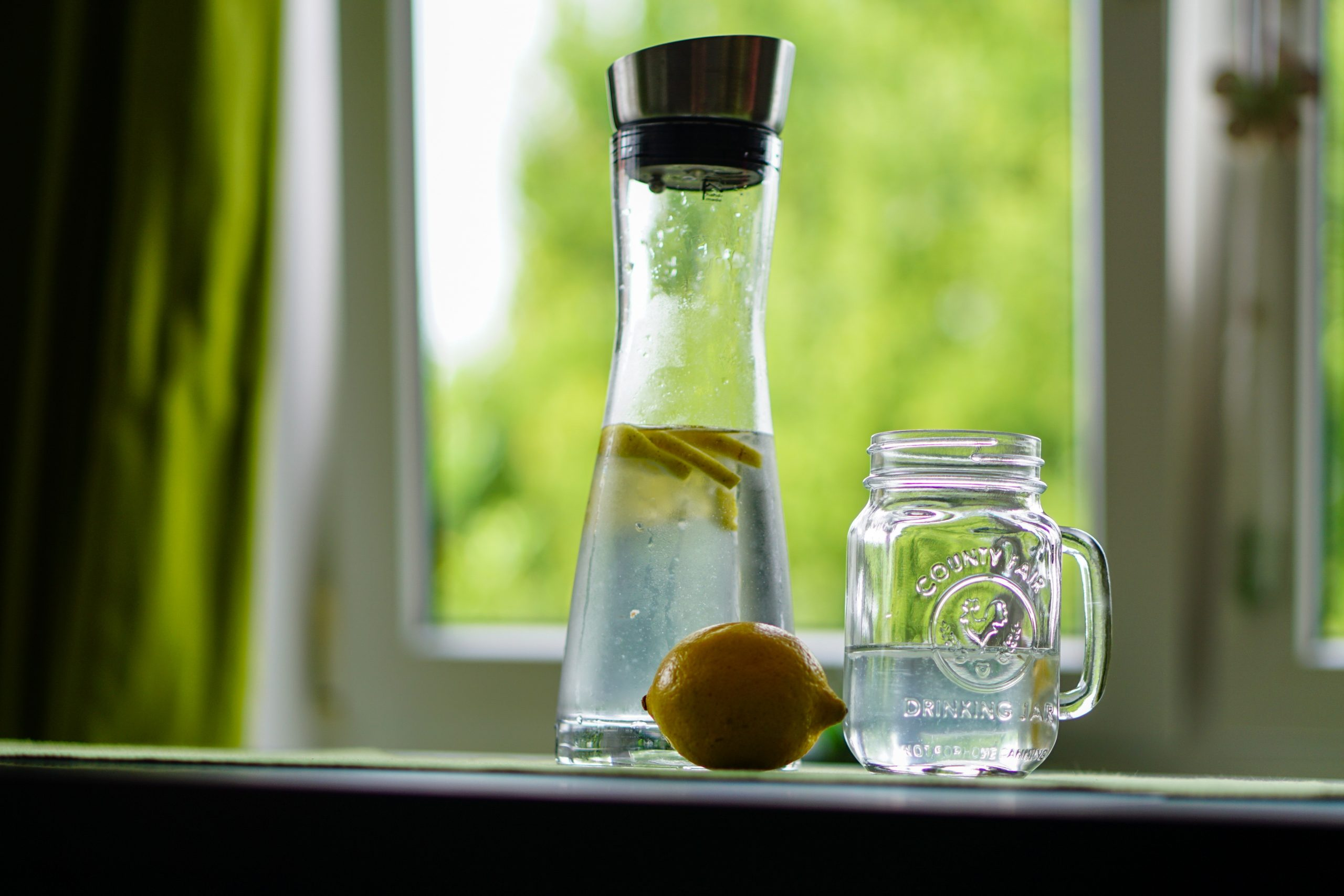 Lemon and water; what is detoxing and how do you do it?